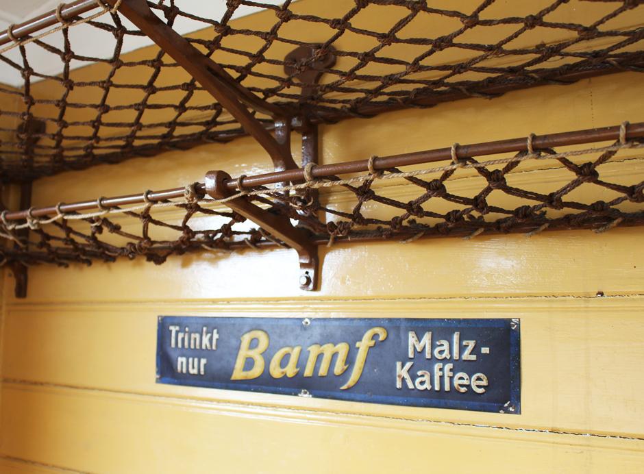 KaN_Museumsbahnhof_Schönberg_BamfMalzkaffee_Foto_(c)www.kielamnil.de